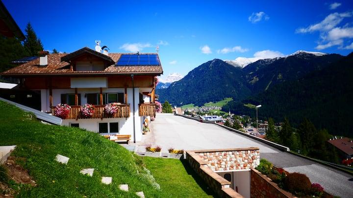 Elegante mansarda nelle Dolomiti - Mason de Cuz