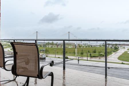 River View!  Upscale 2BR/2BA Loft w/deck - Alton - Loft