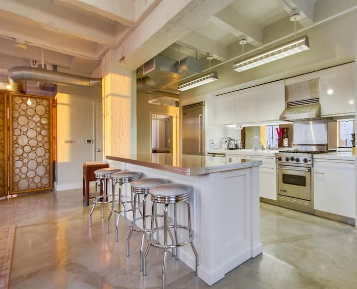 Glamorous loft at Hollywood & Vine