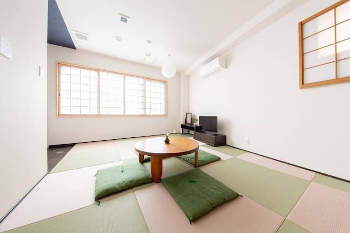 < B&B> Modern Japanese style house. [Wifi, max5]