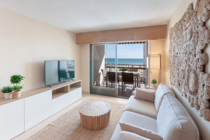 Refurbished, with AC, heating, Wifi, Frontline, terrace, International channels