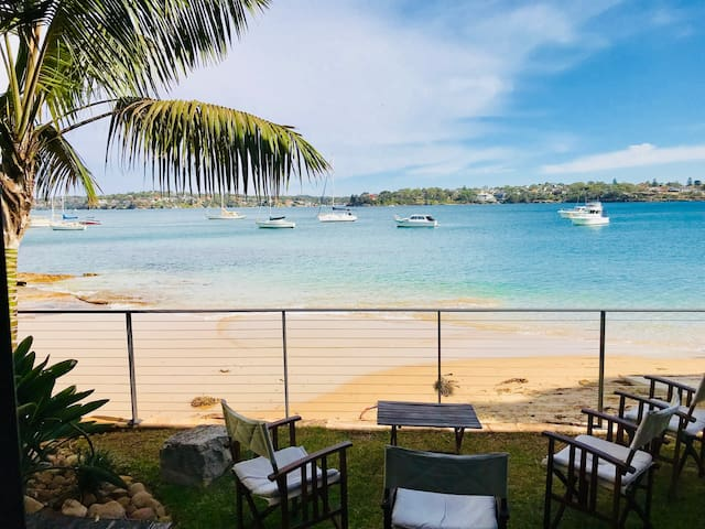 Bundeena Beach House is set directly on Little Gunyah Beach.