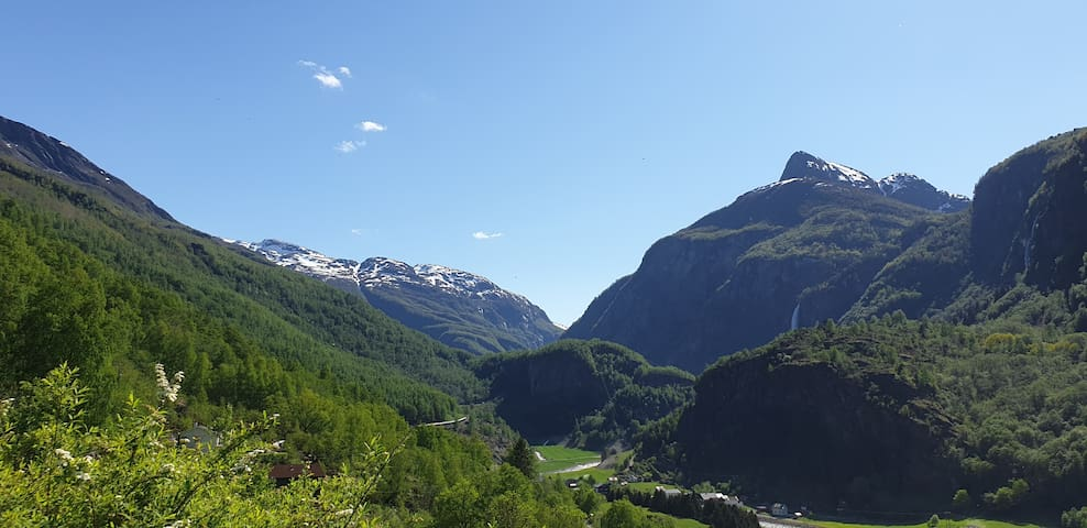 FLÅM. New apartment with view to the waterfalls.
