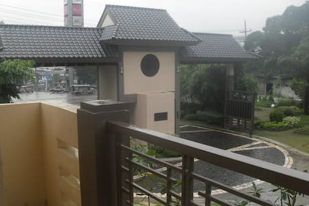 Redwoods Condo Unit Near SM Fairview 2 Bedrooms