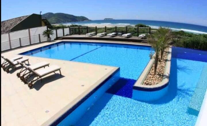 Um Luxo/frente ao mar, piscinas,saunas,academia