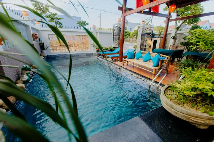 Deluxe Triple Room+Balcony/Patios+Pool & Breakfast