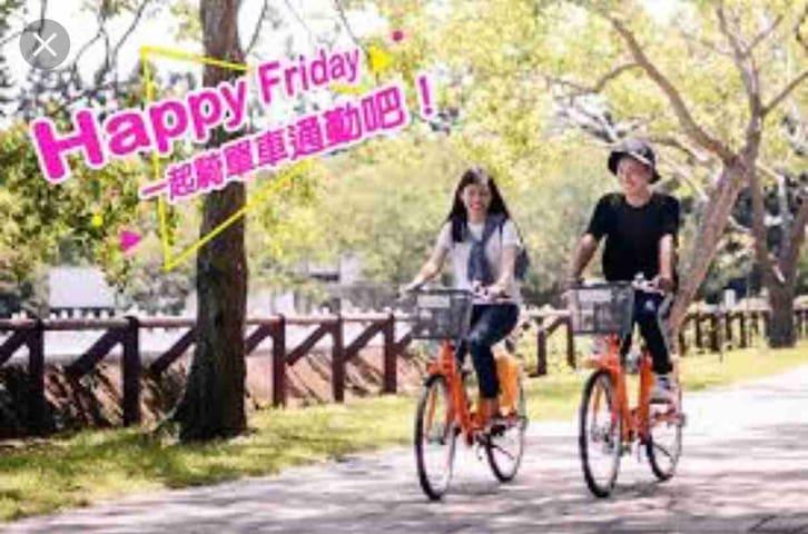 只要走路2分鐘就有城市共享單車站,在這個城市騎腳踏車是非常浪漫的事。