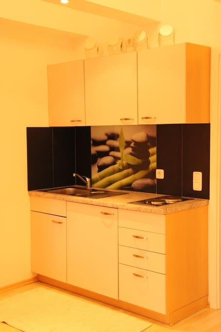 Wohnküche mit Grundausstattung