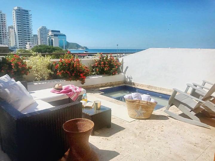 Luxury Triplex 2BR w/jacuzzi private terrace