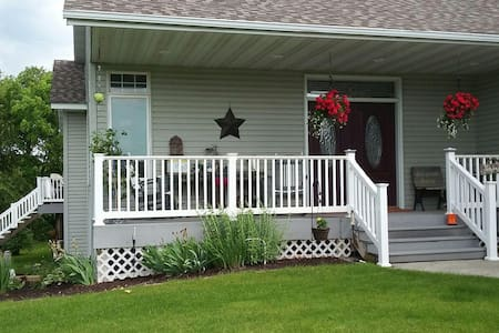 Meisterhaus Bed & Breakfast (Entire Basement) - Morristown - House