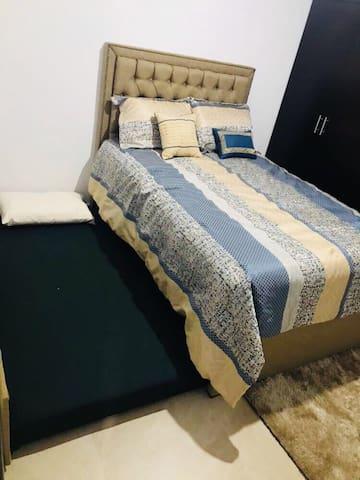 2da Recámara matrimonial con cama individual