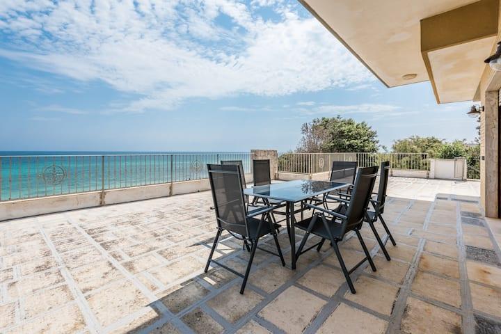 Villa CAPITOLO:a terrace on the Adriatic sea, 6pax
