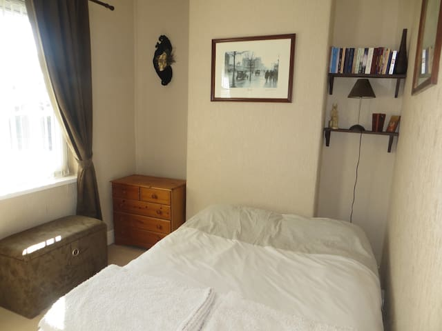 Double bedroom near City Centre
