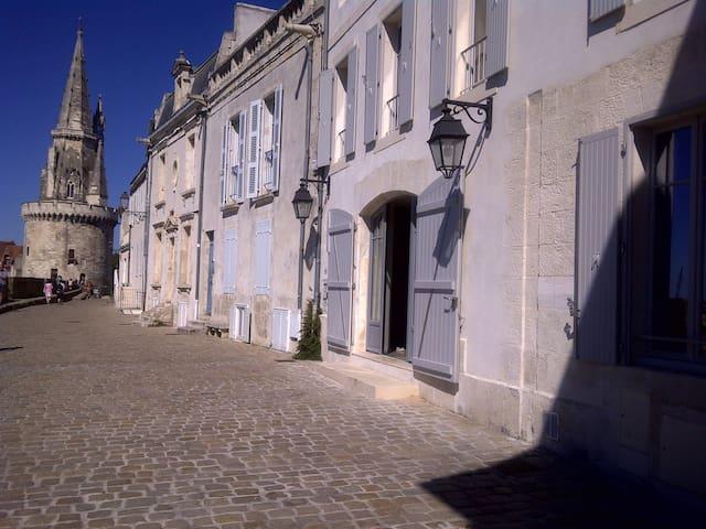 Loft d'architecte de 170 m2 sur les remparts - La Rochelle - Loft