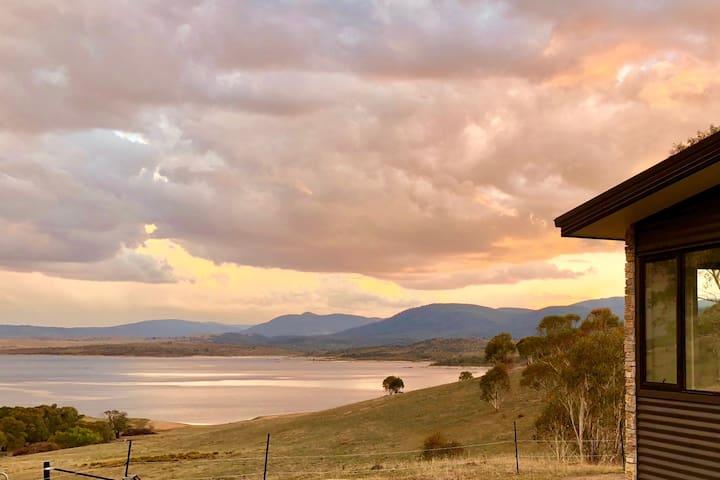 Lake Jindabyne Estate - Wombat Chalet