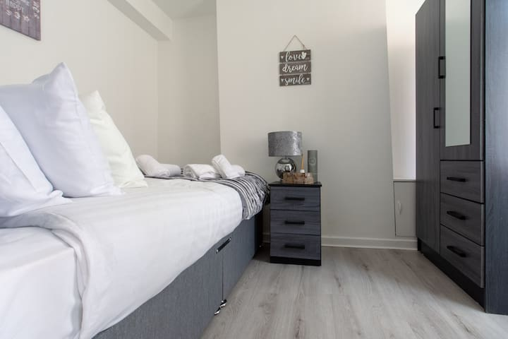 COSY AND MODERN HOUSE CLOSE TO LIVERPOOL CITY