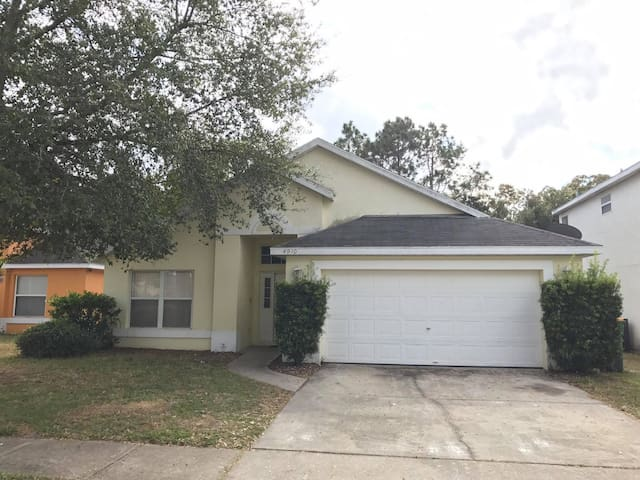 20 Minutes Disney, 5 Minutes Walmart, Private Room - Kissimmee - Huis