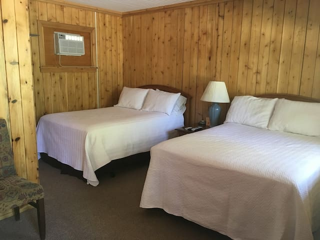 The Crossing Motel - Room #4