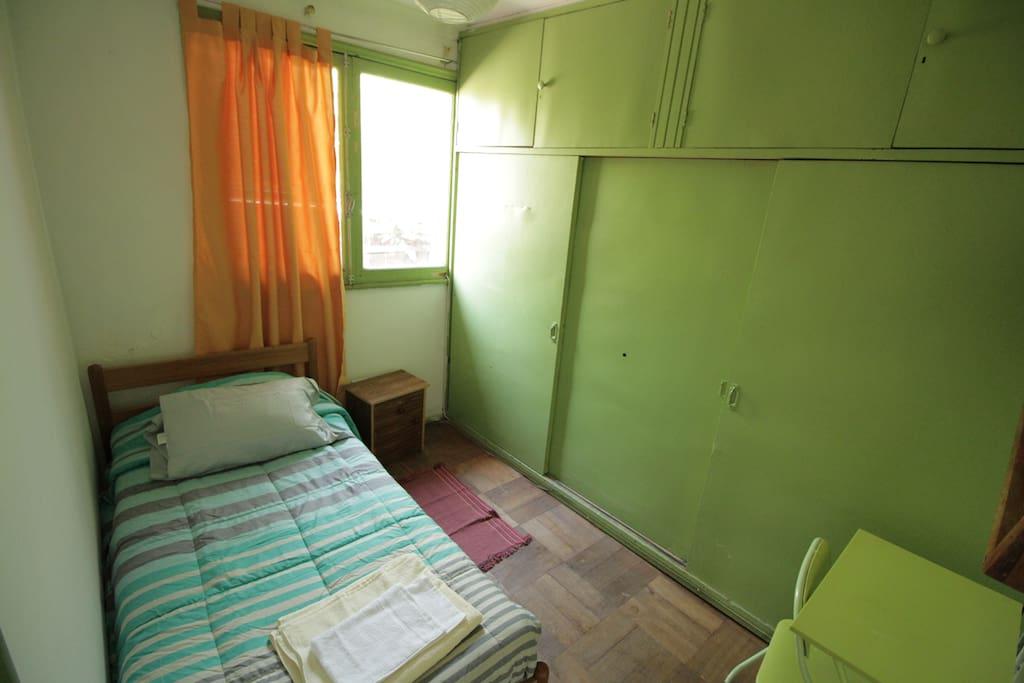 Confortable habitación equipada.