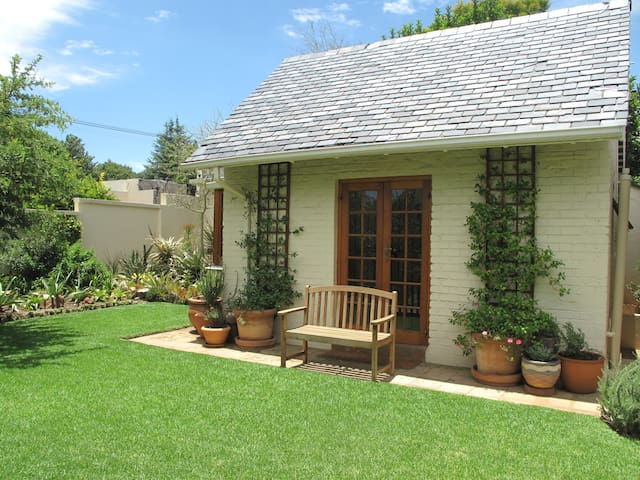 Bright, airy open-plan cottage - Randburg - Haus