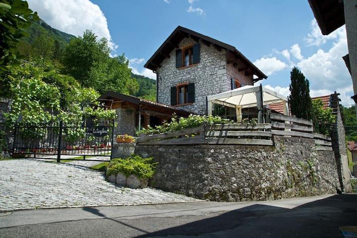 La Casa Gingelina on the slopes of Monte Dolada Entrance