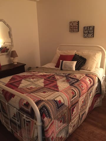 Full Bed in Southern Home (A) - Lilburn - House