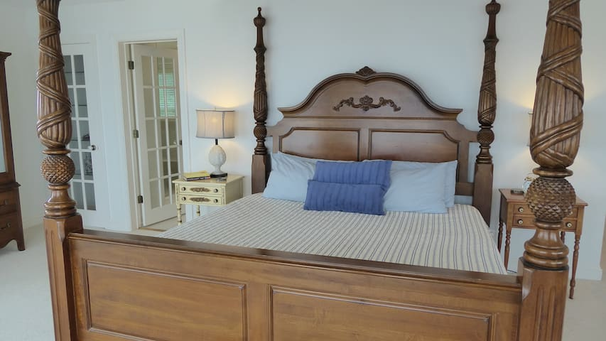 Master bedroom, King bed   2nd level, main house