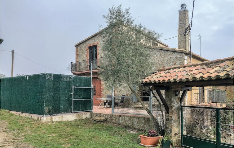 Terraced house with 3 bedrooms on 55 m² in Santa Pellaia