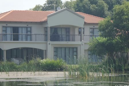 Country Home, Hartbeespoort Dam - Hartbeespoort - Hus