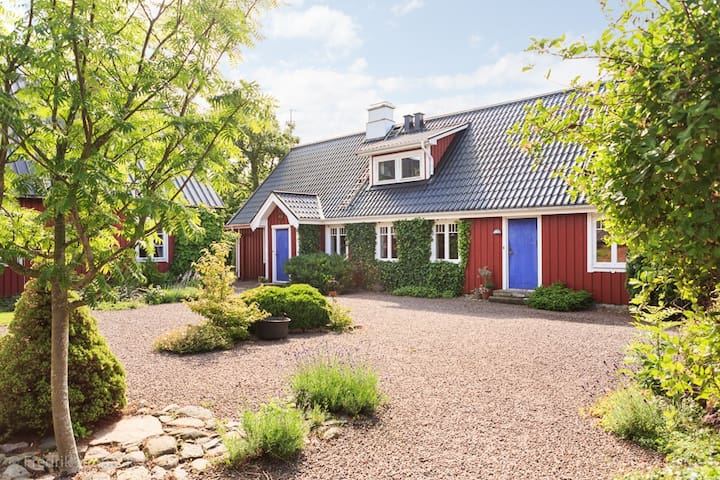 Charming, 150 year old farm- 10 bed - Ängelholm - Casa de camp