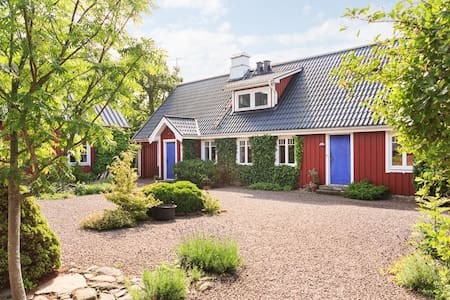 Charming, 150 year old farm- 10 bed - Ängelholm