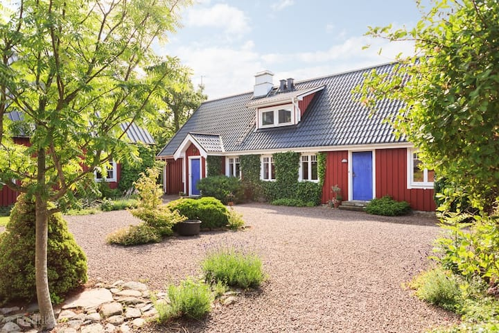 Charming, 150 year old farm- 10 bed