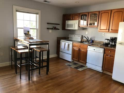 Awesome Unit Close to Downtown Bethesda & the NIH