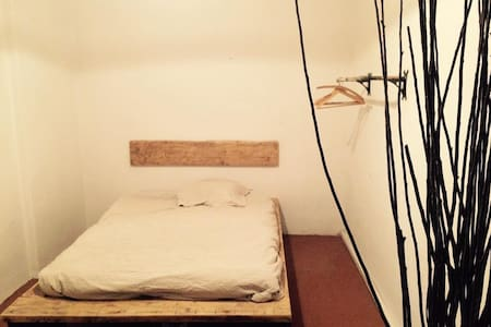 Private room in beautiful creative apartment - Breslau - Wohnung