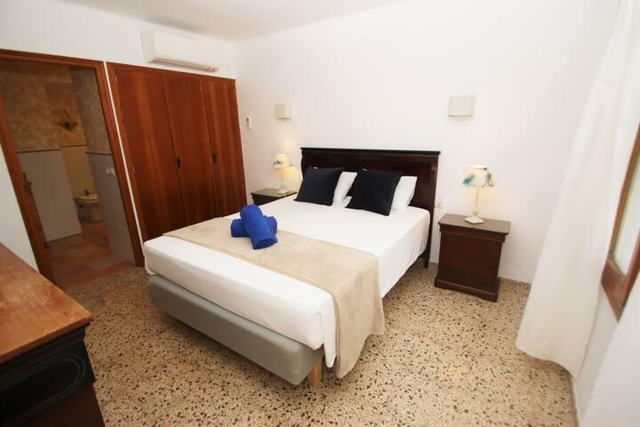 Habitación con baño en suite / Room with bathroom