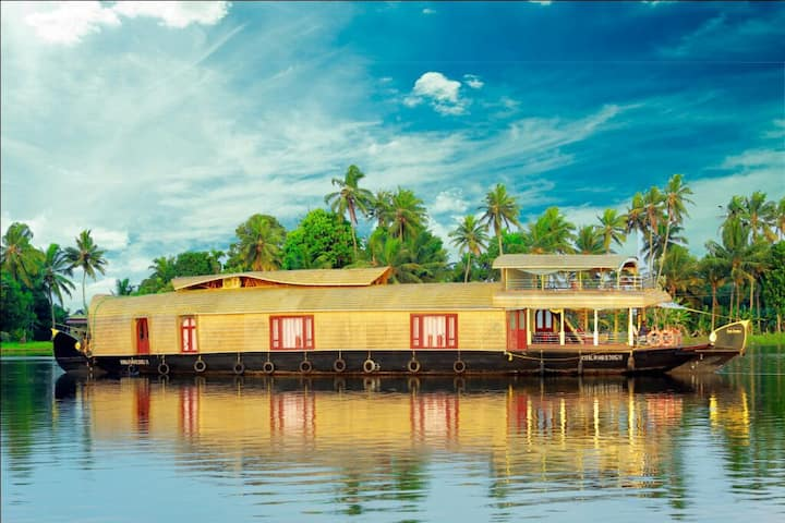 Cruize Allepey - A private Luxury 2bhk Houseboat