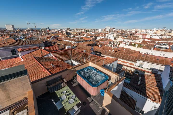 Rooftop with Jacuzzi in the center of Madrid