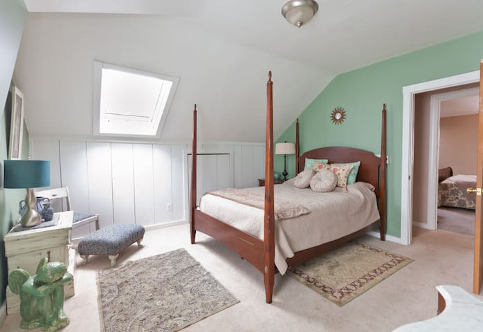 Green Room / Country Retreat / Pool - Suffield - Bed & Breakfast