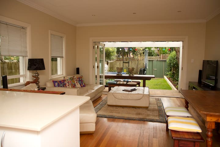 Easy Stay 3BD Home for April Hols - Rose Bay - Talo