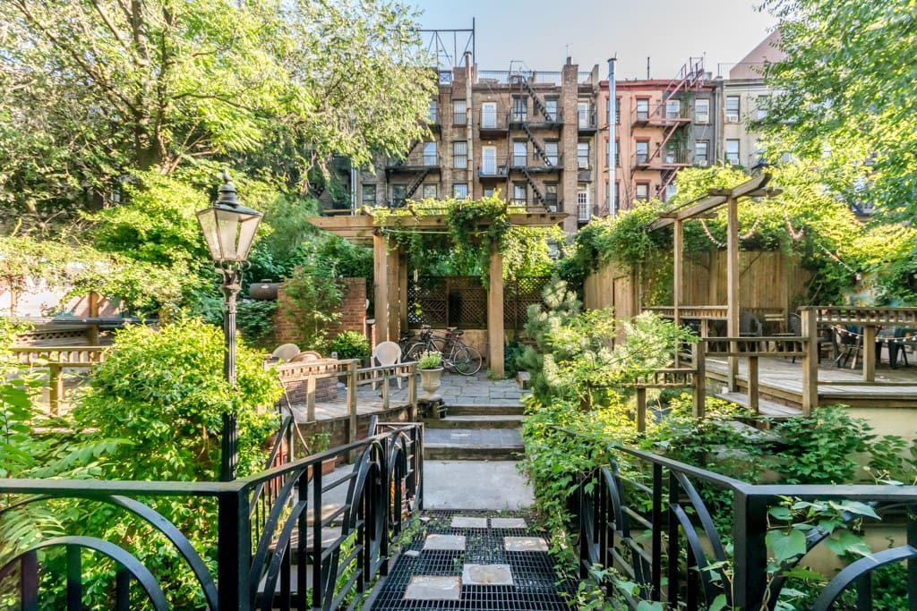 Beautiful garden 1 bedroom east village appartamenti in for Appartamenti economici new york manhattan