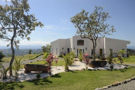 Cloud9 Casa in Costa Rica - サンラモン - 一軒家