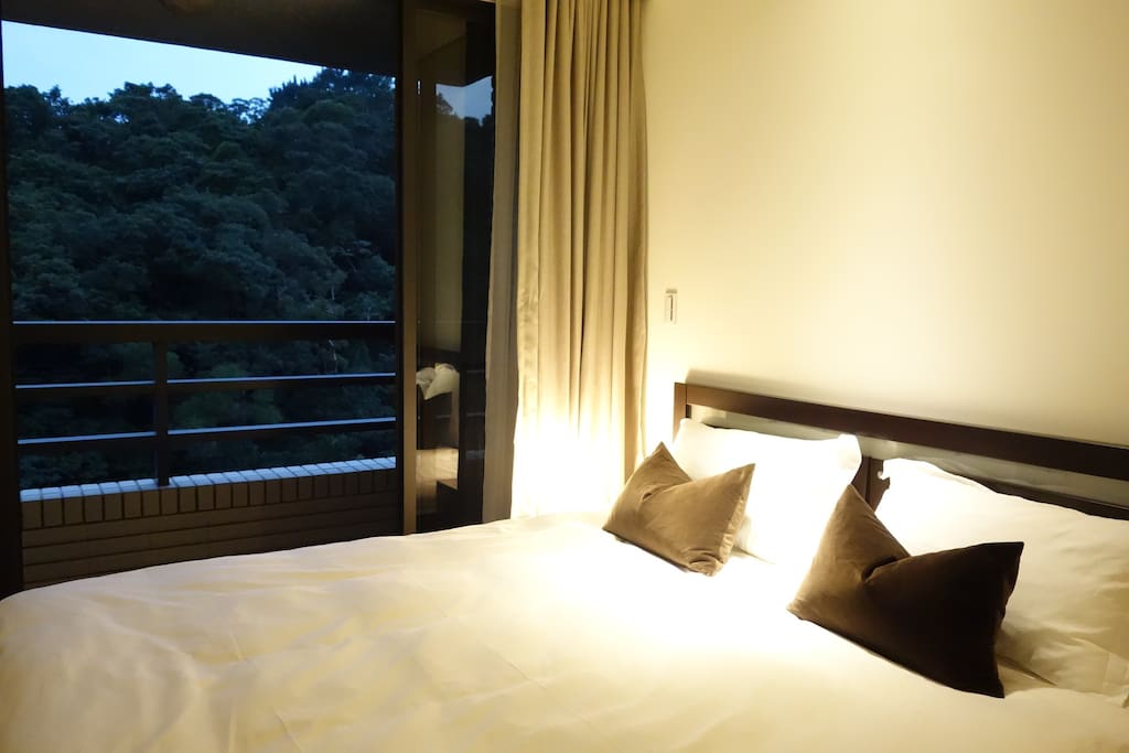 Master bed room with a superb view and super fresh air.