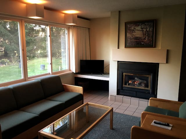 Spacious Stowe 2BR with Indoor Pool & Hot Tub