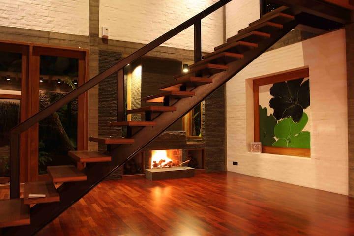 Modern Rustic n Unique Omega Villa - Lembang