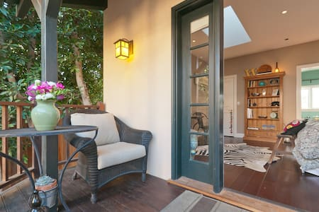 Charming Century City Guest House - Los Angeles - Bed & Breakfast