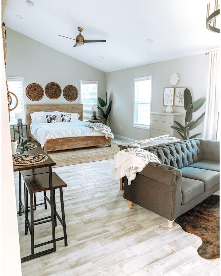 Charming southern in-law suite w/ private entry