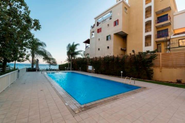 Sea Front Luxury apartment - Limassol - Flat