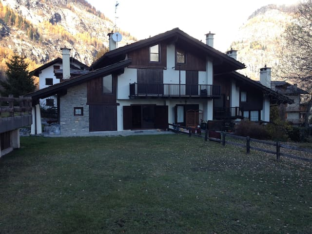 Apartament with garden in Dolonne - Courmayeur - Departamento