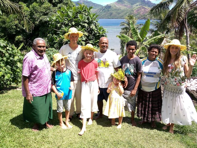 Fijian family community stay in paradise