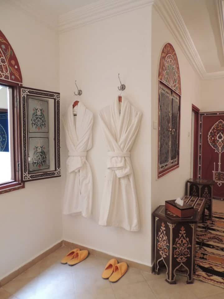 "KHRIS PALACE HOTEL LUXURY APARTMENTS""AIT SAOUN"""